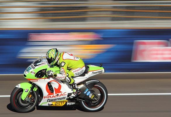 آموزش عکاسی از مسابقه موتور سواری