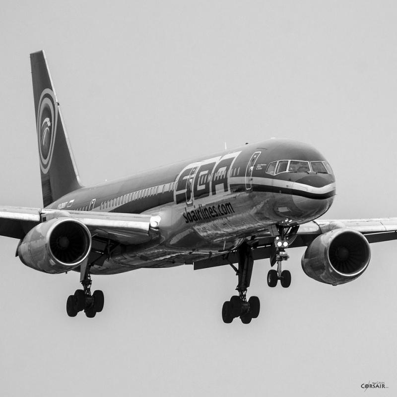 عکاسی سیاه و سفید از هواپیما