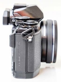 بدنه دوربین الیمپوس OM-D E-M10