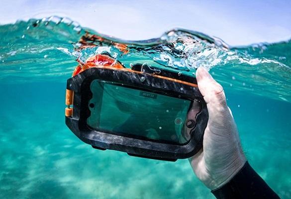 قاب ضد آب AxisGo برای آیفون : زیر آب عکاسی و فیلم برداری کنید !
